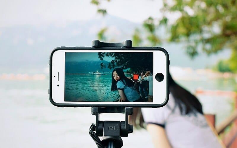 Un paisaje se transforma al convertirse en contenido para un video de una marca personal.