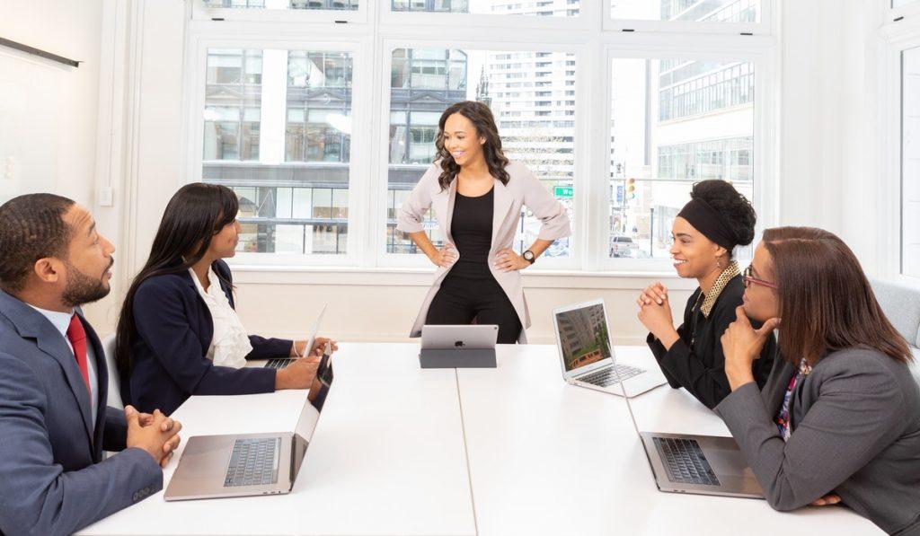 ¿Cómo realizar una capacitación del equipo de ventas?