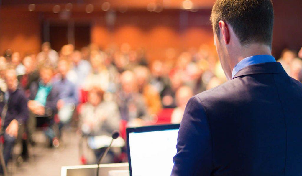 ¿Querés saber cómo ser un buen orador? En esta nota te contamos todo lo que tenes que saber para poder mejorar tu oratoria. ¡Seguí leyendo!