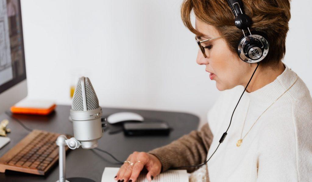 ¿Querés saber qué es y cómo se construye un podcast educativo? En esta nota te contamos cómo funciona esta nueva forma de crear contenido.