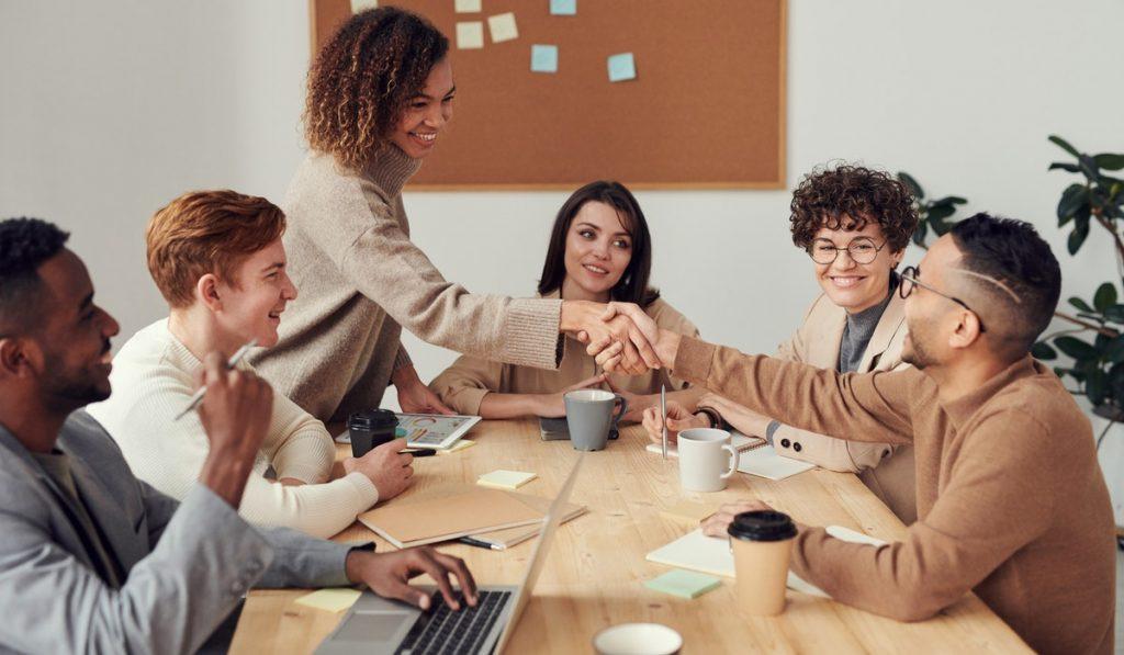¿Querés saber qué habilidades interpersonales tiene que tener un liderazgo de ventas? En esta nota te contamos aquellas que son fundamentales para el éxito de la empresa. ¡Seguí leyendo!