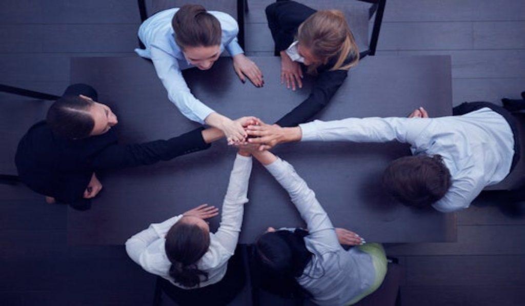 ¿Querés saber cómo influye la inteligencia emocional en tu liderazgo? En esta nota te contamos cómo mejorar tus habilidades interpersonales para ser mejor líder. ¡Seguí leyendo!