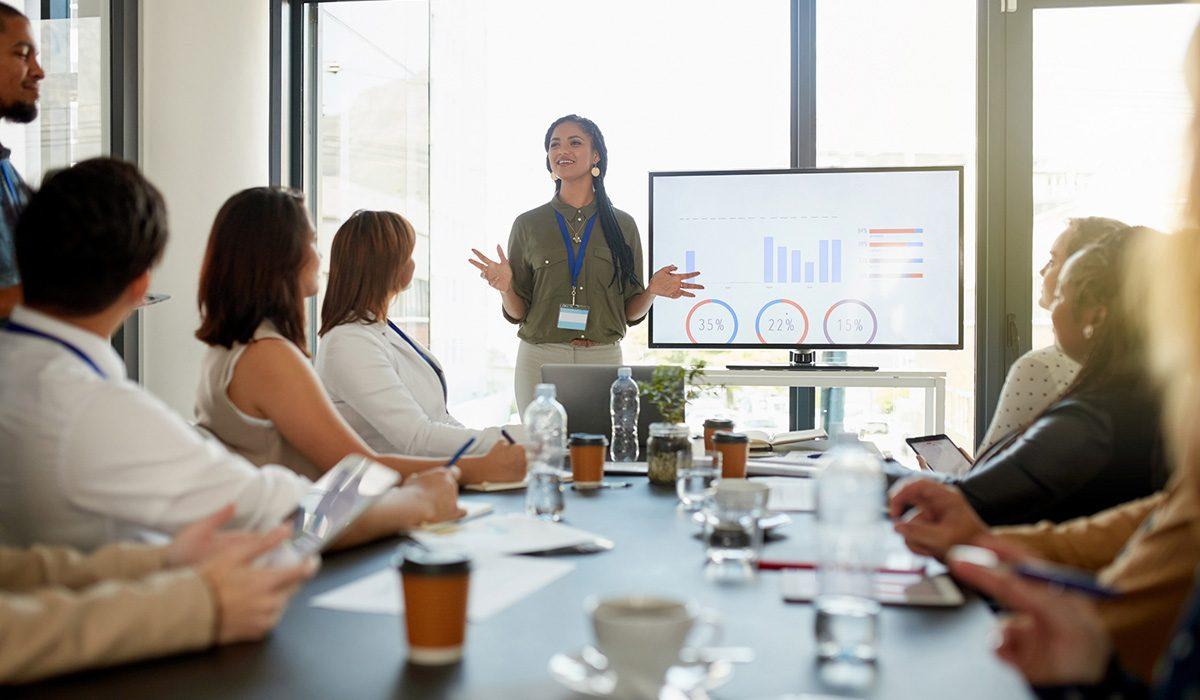 ¿Qué es la toma de decisiones? ¿Cómo ayuda a mejorar tu liderazgo? Enterate de todo eso y mucho más en esta nota. ¡Seguí leyendo!